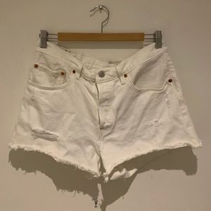 LEVIS HIGH WAISTED WHITE SHORTS SIZE L
